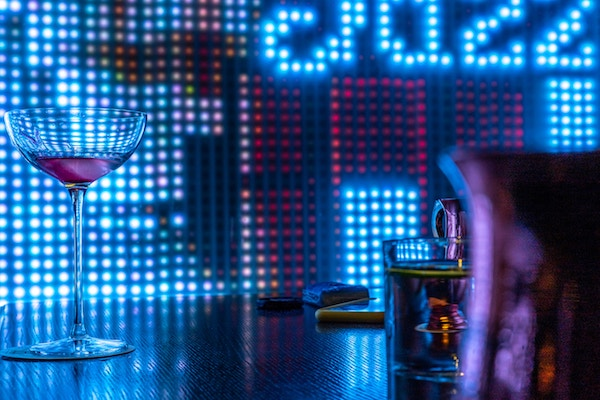https://glowfurniture.com.au/wp-content/uploads/2019/12/glow-bar-backdrop-LED.jpg